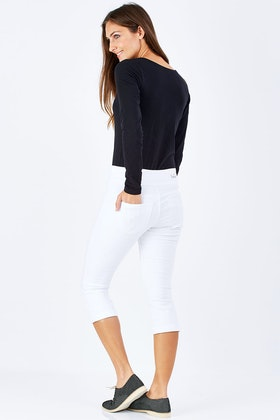 Lola Jeans Michelle Pull On Mid Rise Capris