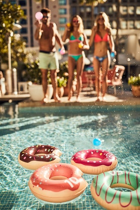 SunnyLIFE Donut Floating Game