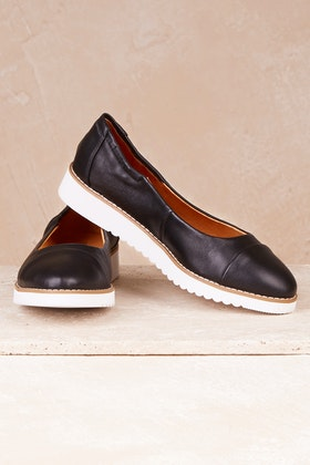 Walnut Prue Leather Flat