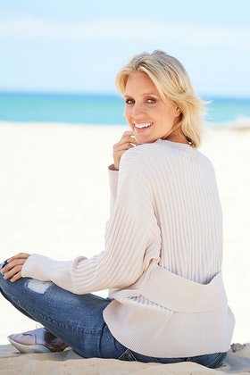 Nude Lucy Arquette Jumper