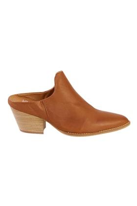 EOS Prissy Leather Heel