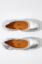 Walnut Ava Leather Flat