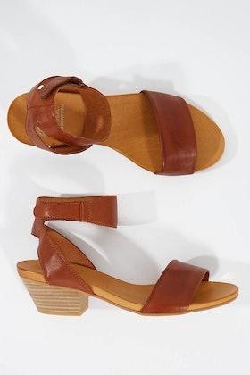 EOS Cubo Leather Sandal Heel