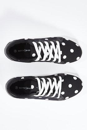 Betty Basics Exploration Sneaker