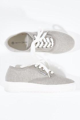 Betty Basics Traveler Sneaker