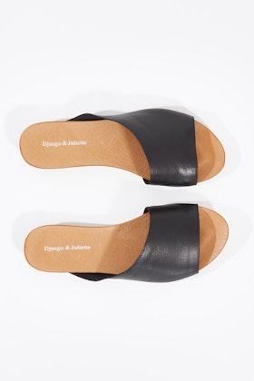 Django & Juliette Jerica Leather Flat Sandal
